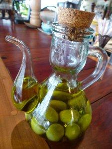 azeite com azeitonas